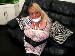 Pakinktų giantess charley & Hogtied