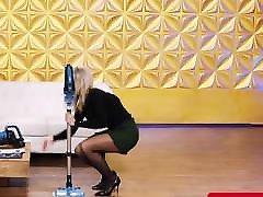 Deutsche TV Moderatorinnen in sexy Sturmpfhosen und Heels