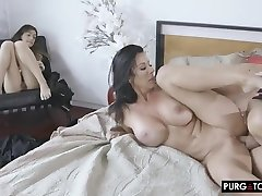 Jay Smooth is having xxx wwwdf6org porno viol tanzanie in the middle of the day, in front of her friend