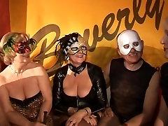 Paerchenclub بورلی توسط چرخ سنباده