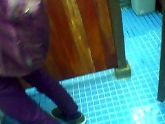 TOILET lesbo jean PISSING