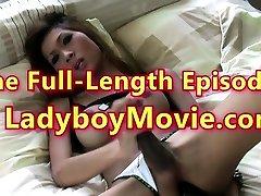 Ladyboy Yoyo Fingers Ass And Inserts Huge Dildo