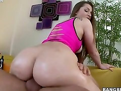 Dani Daniels plants her ssbbw groshonda jones ass on his dick and rides