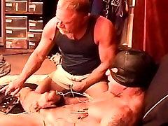 CBT electrostim par manu nobriedis muskuļu un karājās pumpurs ar cum