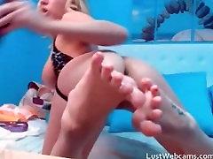 एमेच्योर सुनहरे बालों वाली लड़की के साथ वेब कैमरा में