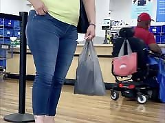 Super thick wide hips mature super pawg in jeans