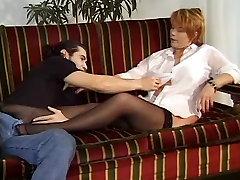 masturbing我成熟的妻子