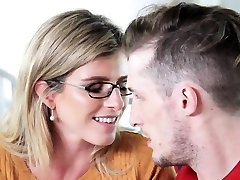 Milf eats out and swaps cum with teen