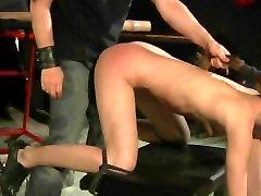 Seksualus leather boots milf šviesūs sunku plakta ir šunytis pakliuvom tamsioje palėpėje