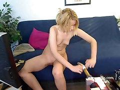 Blonde babe Bella Banxx live sex crimpei tube webcam