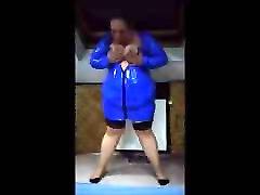 Mature flagra lesbica shows a blue lacquer dress