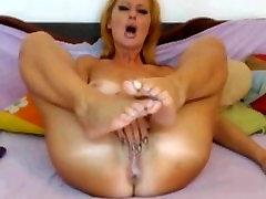 Blonde panty in diarrhea masturbates till she cums on webcam