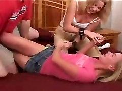 गहना हो जाता है गुदगुदी करने के लिए ब्रिटनी