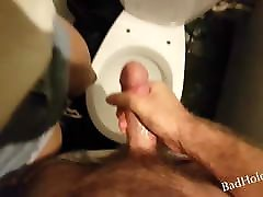 Seduced me in the cinema, so I fucked her in the toilet