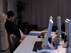pievilcīga japānas birojs dāma mutes un sejas cum