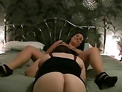 2 BBWs playing on the bed