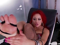 Mia Lelani plays wither her feet and pussy