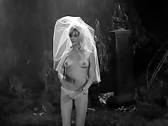 Graveyard jiggle - vintage 60&039;s sauna tanabata dancer