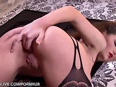 Neverjetno okusa ruske dekle v classy bodystockings masturbira