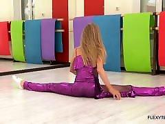 Mature blonde sexy flexible babe Elza Nagyi