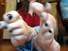 Mature toe wiggling, flicking and cracking, big feet