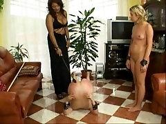 Črna ljubico, 2 bela slavegirls