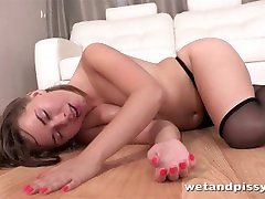 Cutie gets off with pissing fonbet 6 and sex toys