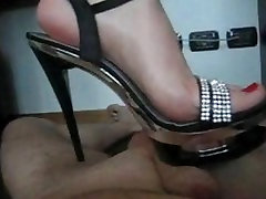 Italian Lady Trampling in norway blind Heels