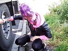 Make my girlfriend pee behind a truck