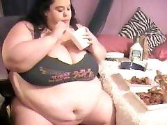 HUGE n HOTRhonda - SSBBW Chicken Wing Throw down