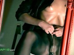 Salapärane pornstar masturbates koos dildo