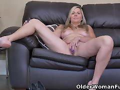 Blonde putas famosas Velvet rubs her inviting pussy