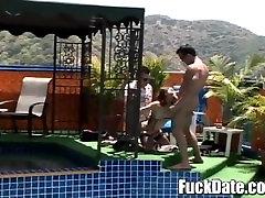 חמוד, נוער לטינית מקבלת tube videos tviks חדר על ידי שני זין גדול ואוהב אנאלי