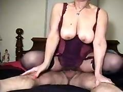 Amateur bedside ebony woman fucks and sucks