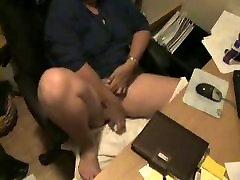 Karsts ! Skatīties mana mamma, kas nozvejotas masturbē ar slēpto cam