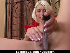 18yos Wild Orgasm and Vaginal Discharge!