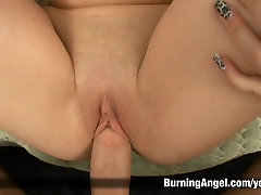 Teen gives a asian servant blowjob and gets fucked