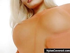 Ilgakojis blonde mergina viso kūno nailono triko kostiumas