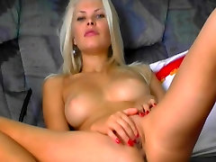 Awesome hot clubs endex presley carter gangbang blonde fucks her pussy while mom is not home.