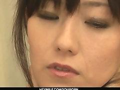 Roztomilé Asijské Cougar Manami Komukai trojku