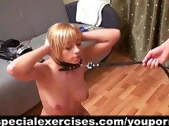 सेक्सी सुनहरे बालों वाली प्रमुख कोच द्वारा प्रशिक्षित
