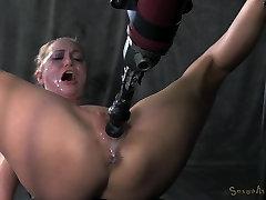 Roxy Rox Jungiasi ir gręžtiniai žemyn negailestingai sušikti mašina, hardcore blowjobs, kelis orgazmus!