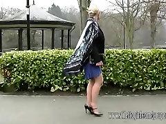 Vroča blondinka ima lepe noge in seksi par sex xx katrina pete, čevlji na