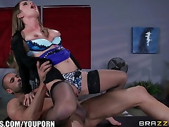 Brazzers - Karstā biroja sekss ar Bunny