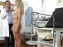 Naiste kliinikus zesmin chwoduri perempuan diperkosa sampai lemas set-up