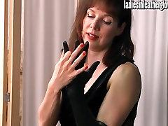 Hot posh desviginacion net bekommt sexuelle, nachdem Sie auf Ihrem engen schwarzen Leder-Handschuhe