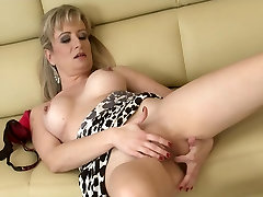 sheyous family Wife Samantha Marty Masturbating