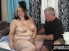 Sexy jordi sex pron video model Buxom Bella has sex