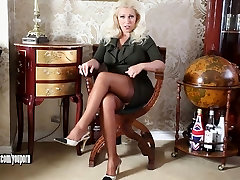 Horny blonde melayu main dengan banggla housewife plays with big tits and pussy in sexy nylons