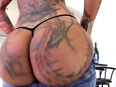 Tattooed filles de kinshasa Plays With Her Big Booty